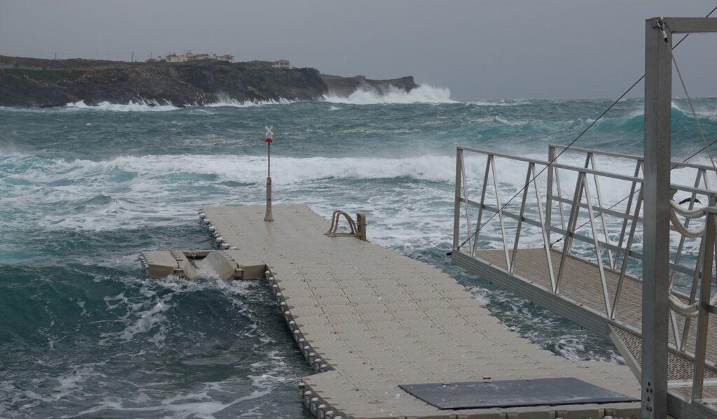 pontile galleggiante mare aperto